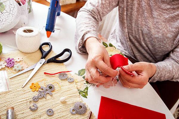 Las mejores ideas de manualidades para personas mayores coser