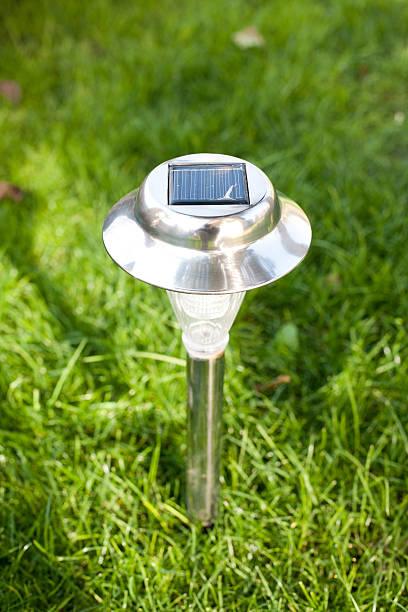 Las mejores ideas para iluminar tu jardin sin contaminar lamparas de carga solar