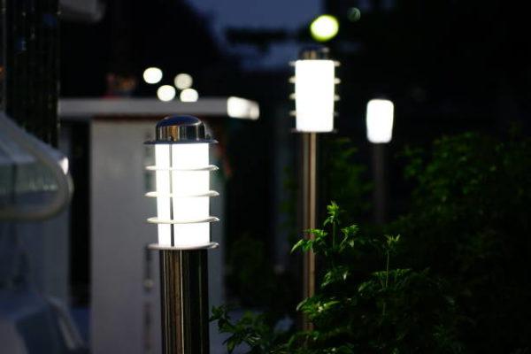 Las mejores ideas para iluminar tu jardin sin contaminar lamparas de luz led