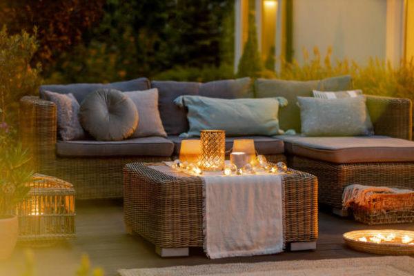 Las mejores ideas para iluminar tu jardin sin contaminar velas mesa centro