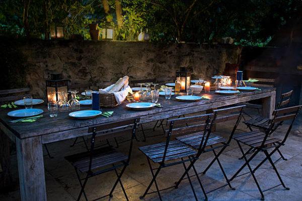 Las mejores ideas para iluminar tu jardin sin contaminar velas mesa