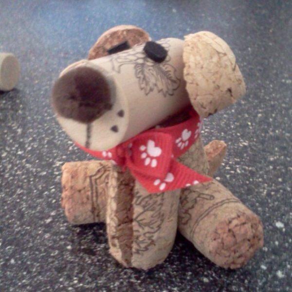 Ideas y consejos para hacer animales con corchos para niños perro esperando