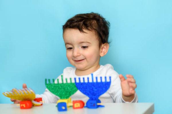 Ideas de manualidades para ninos para el dia de hanukkah menorah goma eva