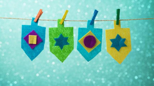 Ideas de manualidades para ninos para el dia de hanukkah peonzas fieltro