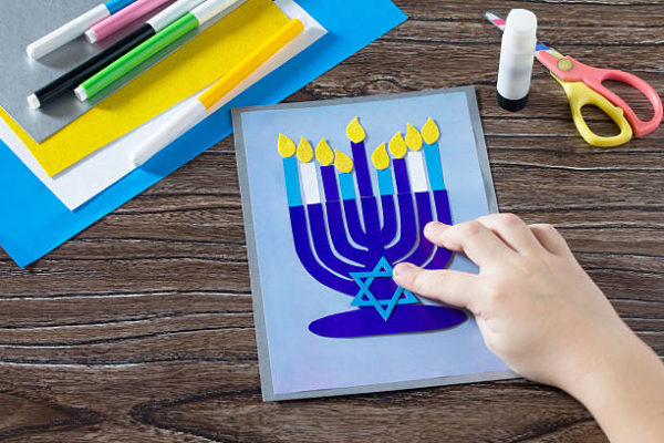Ideas de manualidades para ninos para el dia de hanukkah postal