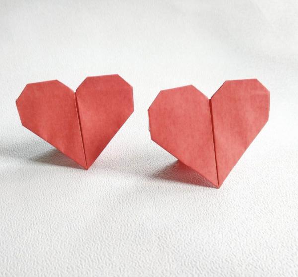 los Origami más sencillos para hacer con personas mayores y celebrar el Día Mundial del Origami corazones