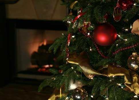 Adornos para el rbol de navidad 2018 manualidades for Decoracion con esferas de navidad