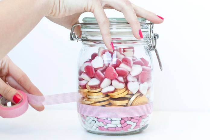 manualidades-san-valentin-bote-cristal-caramelos