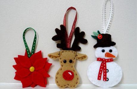 Adornos de navidad para la puerta en fieltro imagui for Adornos navidenos sencillos