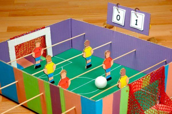 manualidades-de-material-reciclado-futbolin