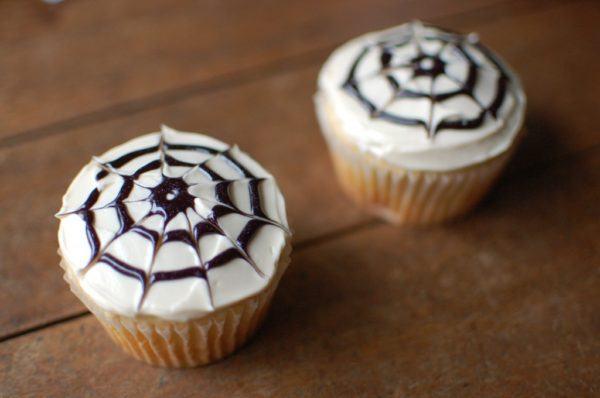 manualidad-de-halloween-fantasmas-cupcake