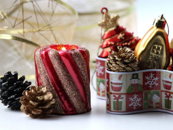 hacer-velas-decorativas-para-navidad-con-brillantina
