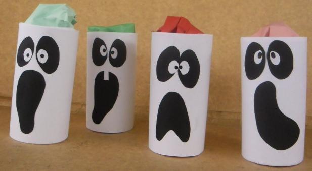 manualidades-de-halloween-sencillas-fantasmas-con-rollos-de-carton