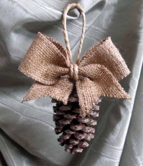 decoracion-navidad-con-pinas-adorno-arbol