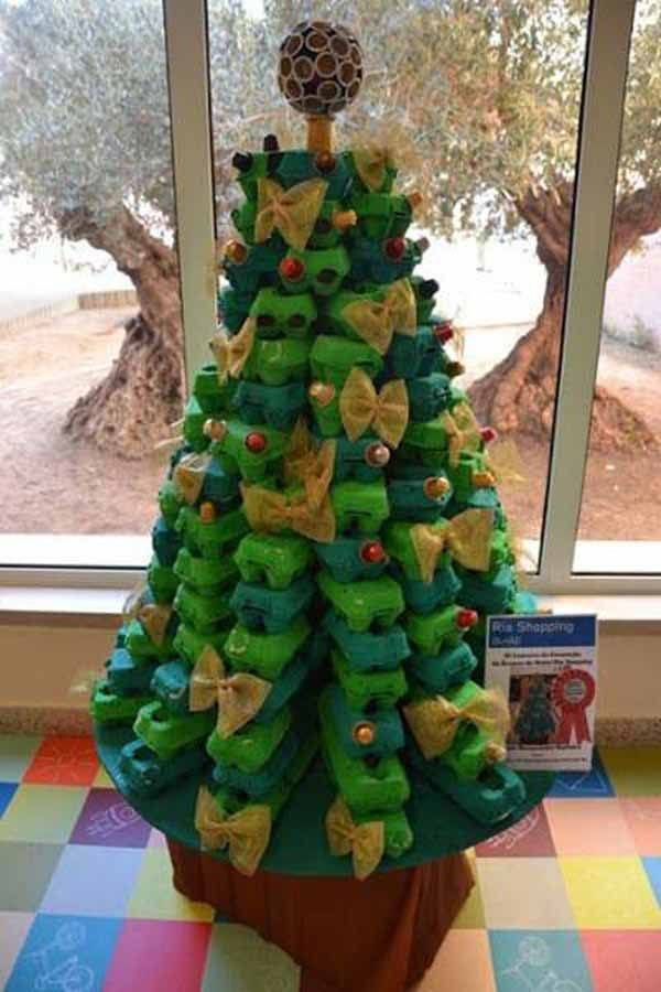Rbol de navidad reciclado de 50 ideas de rboles de - Arbol de navidad hecho de luces ...