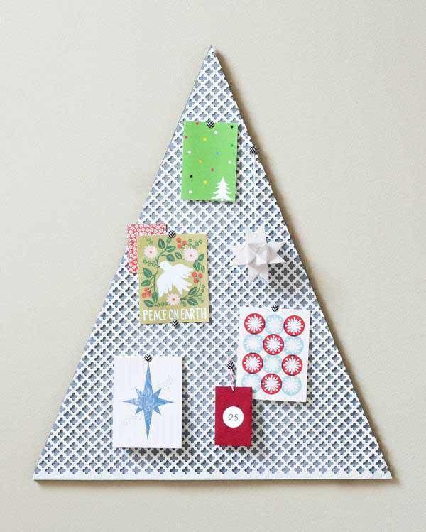 arbol-de-navidad-reciclado-hecho-con-papel-y-madera
