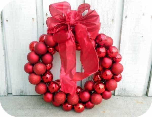 coronas-de-navidad-bolas-rojas-con-lazo
