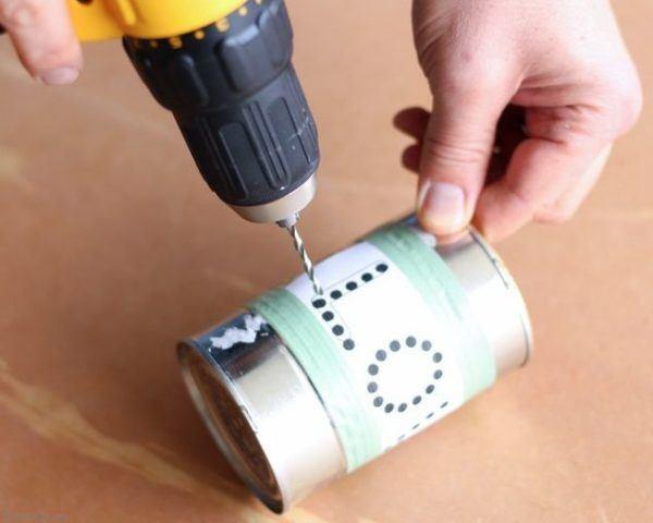 manualidades-san-valentin-lampara-bote-de-pintura-como-hacer-los-agujeros