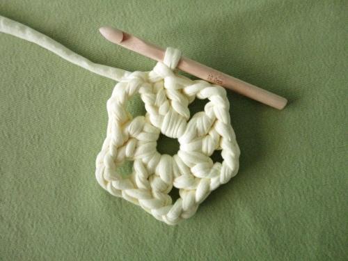 C mo hacer flores de ganchillo manualidades - Hacer flores de ganchillo ...
