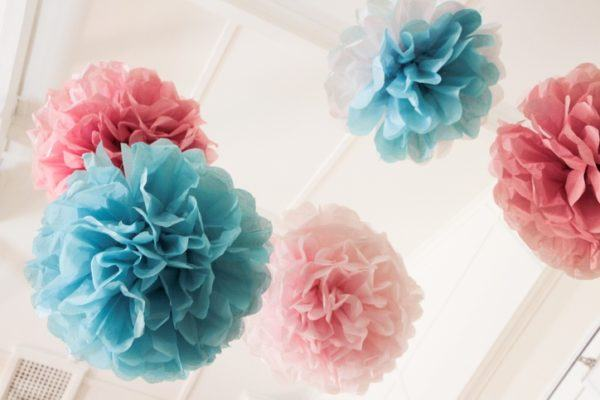 Como hacer flores de papel de seda para colgar