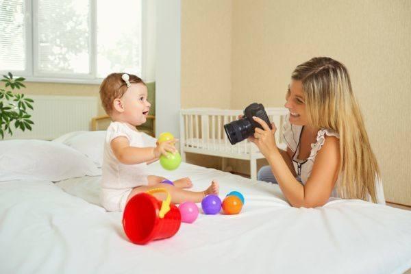 como-hacer-un-photocall-mujer-foto-a-bebe
