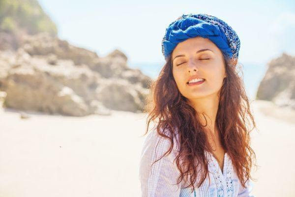 como-hacer-un--turbante-mujer-con-turbante-azul