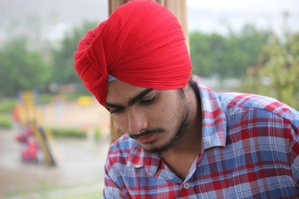 como-hacer-un--turbante-para-bebes-hombre-turbante-rojo