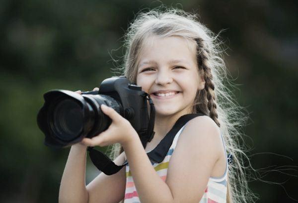 instrucciones-como-hacer-un-photocall-casero-paso-a-paso-nina-con-camara