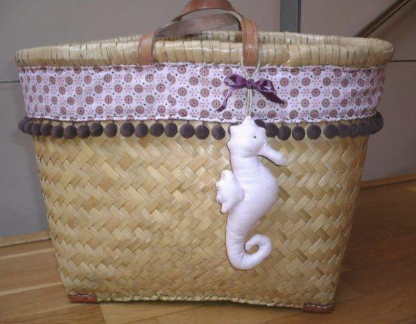 C mo decorar cestas de mimbre con materiales reciclados - Como adornar una cesta de mimbre ...