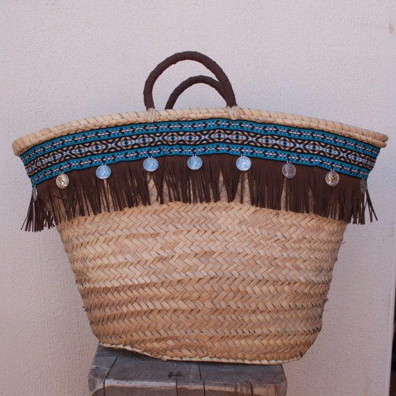 cmo decorar cestas de mimbre con materiales reciclados papel de peridico - Como Decorar Cestas De Mimbre