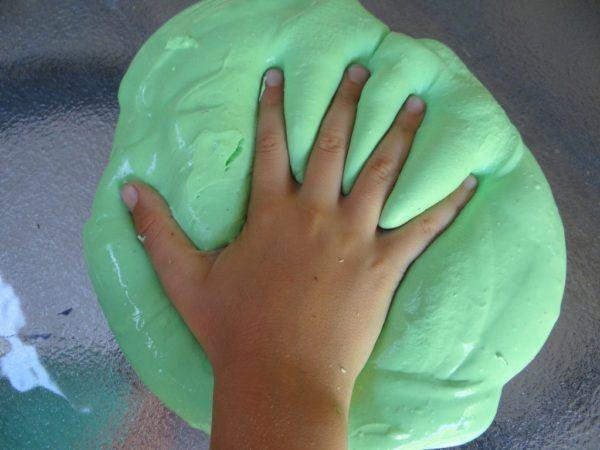 C mo hacer slime casero sin borax y sin almid n paso a paso for Como hacer color verde