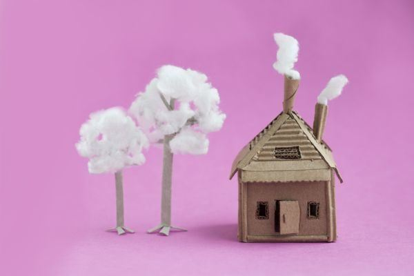 como-hacer-una-casa-de-carton-casa-arboles-istock