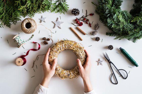 Cómo hacer una maravillosa corona navideña