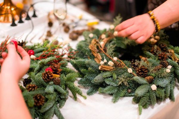 Cómo hacer una corona navideña natural