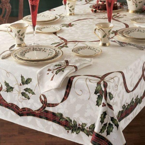 Mantel blanco con motivos tradicionales