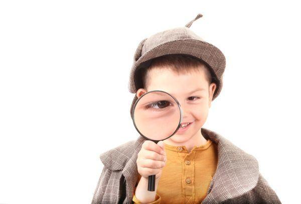 acertijos-y-adivinanzas-para-ninos-acertijos-nino-detective-istock